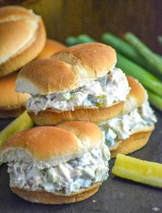 Dill Pickle Chicken Salad Chopped rotisserie chicken, chunks of crisp dill pickles, & freshly sliced green onions are all tossed in a creamy dressing for an amazing sandwich or cracker spread that should be on any pickle-lovers bucket list. Antipasto, Chipotle Mayo, Good Food, Yummy Food, Tasty, Cole Slaw, Cooking Recipes, Healthy Recipes, Lunch Recipes