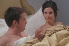 Friends ~ Chandler and Monica see each other naked in London. Chandler Bing, Monica E Chandler, Friends Show, Friends Season 7, I Love My Friends, Friends Moments, Friends Episodes, Friends Series, Season 4