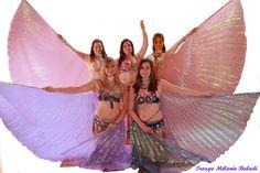 Troupe Mélanie Baladi 2016. Photo danse orientale avec les ailes d'isis Shooting Photo, Photos, Crown, Style, Fashion, Belly Dance, Pictures, Corona, Moda