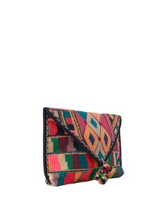 Ethno clutch @ABOUT YOU http://www.aboutyou.de/p/star-mela/clutch-palvi--2247735?utm_source=pinterest&utm_medium=social&utm_term=AY-Pin&utm_content=Festival-Board&utm_campaign=2016-04-KW-14