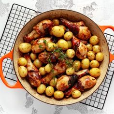 Fragrant and tasty, these juicy drumsticks and bite-sized garlicky baby potatoes make a hearty meal, in just one pot! Turkey Recipes, Meat Recipes, Chicken Recipes, Healthy Recipes, Thyme Recipes, Baby Potatoes, Incredible Recipes, Bbq Chicken, Convenience Food