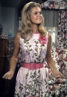 Elizabeth Montgomery on Bewitched - TV show fashion history - Bewitched. First Ladies, Agnes Moorehead, Bewitched Tv Show, Bewitched Elizabeth Montgomery, Fashion Documentaries, Divas, Chelsea Girls, The Lone Ranger, Actrices Hollywood