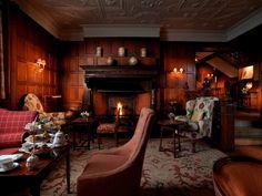 Gravetye Manor – West Hoathly, England An enchanting interior Design Gravetye Manor, English Manor Houses, English Country Style, English Decor, Rural Retreats, England, House Design, Interior Design, Home Decor