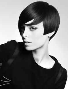 Page cut with bangs of short Bob Pagen hairdo retro style 70s