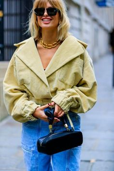 Street style paris ideas fashion piercing for girls stylish in fashion week in 2 Paris Street Fashion, Printemps Street Style, Vintage Street Fashion, Spring Street Style, Street Style Women, Women's Street Style, Men Street, Street Chic, London Fashion
