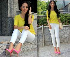 Yellow top, white pants, pink heels