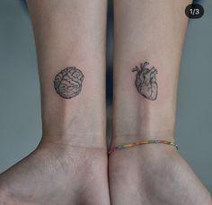 Bild om hjärta i Tatuagem / Tatto av Anna Clara Santos Fraccaro Tiny Tattoos For Girls, Little Tattoos, Mini Tattoos, Body Art Tattoos, Small Tattoos, Sleeve Tattoos, Tattoos For Women, Tatoos, Small Tattoo Designs