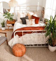 Apartment Interior, Home Interior, Studio Apartment Decorating, Guest Bedrooms, Nice Bedrooms, Teen Bedrooms, Girls Bedroom, Farmhouse Bedroom Decor, Bedroom Decor Boho