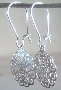 Zilveren oorbelhaak filigraan