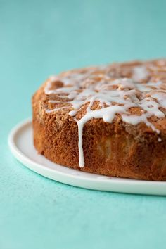 A deliciously easy Cinnamon Apple Cake packed with fresh apples and features a crunchy cinnamon topping and a drizzle of sweet frosting. Apple Cake Recipes, Apple Desserts, Donut Recipes, Easy Cake Recipes, Baking Recipes, Dessert Recipes, Dinner Recipes, Apple Cinnamon Cake, Cinnamon Recipe