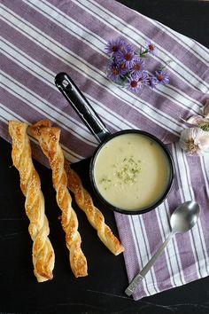 Zupa-krem z cebuli z paluchami z ciasta francuskiego – FitSweet Glass Of Milk, Camembert Cheese, Dairy, Food, Essen, Meals, Yemek, Eten