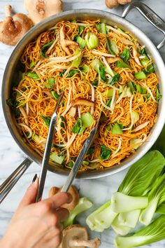 Easy Chow Mein - Skip the takeout and make the BEST chow mein at home in less than 30 min! Perfectly crispy noodles with bok choy, mushrooms + bean sprouts! Damn Delicious Recipes, Vegetarian Recipes, Cooking Recipes, Vegan Meals, Delicious Food, Homemade Chow Mein, Homemade Dog, Crispy Noodles, Ramen Noodles