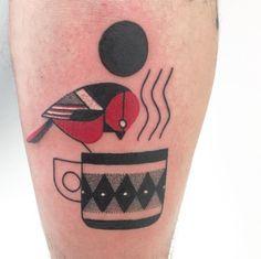 Sydney Mahy é um artista que cria alegres tatuagens contemporâneas com inspiração na estética cubista, nos anos 80 e nas cores ensolaradas de Miami.