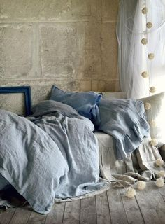 What's more inviting than a stonewashed linen duvet in the softest shade of pale gray-blue?