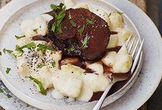 Rinderbraten mit Gnocchi und Käsesauce