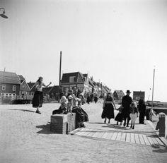 De kade in Marken 1950
