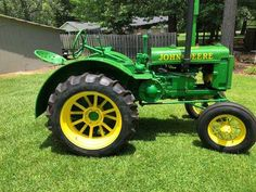 Old John Deere Tractors, Jd Tractors, Antique Tractors, Vintage Tractors, John Deere Equipment, Old Farm, Really Cool Stuff, Old Things, Delivery