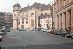 Many Vintage cars. On the left a Volkswagen Barndoor Panel Bus and a few beetles. Vienna Austria, Salzburg, Vintage Pictures, Old Photos, Vintage Cars, Places Ive Been, To Go, Germany, Street View