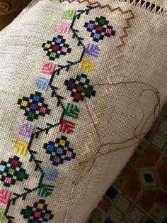 Mini Cross Stitch, Cross Stitch Borders, Cross Stitch Charts, Cross Stitch Designs, Cross Stitching, Cross Stitch Patterns, Hardanger Embroidery, Vintage Embroidery, Cross Stitch Embroidery