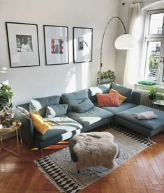 10 Decorating Mistakes You're Making (and How to Fix Them) - Zimmereinrichtung Home Living Room, Apartment Living, Living Room Designs, Living Room Decor, Living Room Inspiration, Home Decor Inspiration, Decor Ideas, Inviting Home, Home Decor Styles