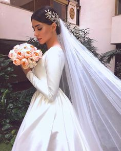 Wedding - l o v e 🌿 axarmina photography love beauty wedding bride beautifulweddingbridedresses Western Wedding Dresses, Dream Wedding Dresses, Bridal Dresses, Wedding Gowns, Wedding Dress Veil, Bouquet Wedding, Bridal Gown, Wedding Cakes, Wedding Beauty