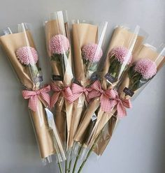 ideas for chocolate bouquet box gift ideas Bouquet Cadeau, Bouquet Box, Bouquet Wrap, Gift Bouquet, Bouquet Flowers, Candy Bouquet, Bouquets, Cake Pop Bouquet, Wedding Flowers