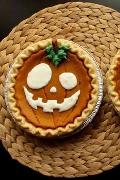 Turn store-bought pumpkin pies into spooky jack o'lanterns with this creative, time-saving tip.#halloweentreats #halloween #easyhalloweentreats Free Stencils, Little Kitchen, Kitchen Hacks, Halloween Treats, Appetizers, Pie, Pumpkin, Cooking Recipes, Tasty