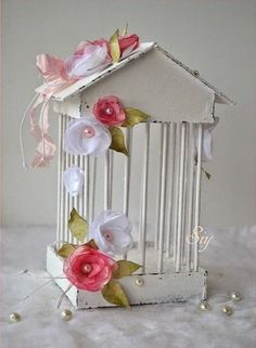 DIY Decorative Cage for Parties - Crazzy Crafts Diy Bird Cage, Bird Cages, Easy Crafts, Diy And Crafts, Paper Crafts, Carton Diy, Craft Projects, Projects To Try, Paper Art