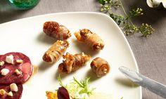 Datteln im Speckmantel Rezept: Mit Oliven und Chilischote gefüllte Datteln, umwickelt mit Schinkenspeck und gebraten - Eins von 7.000 leckeren, gelingsicheren Rezepten von Dr. Oetker!