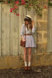 Trendy and cute hipster outfits worth trying this year! Who said the Hipster look wasn't trendy? Check out our hipster outfits guide on how to dress Hipster! Cute Vintage Outfits, Cute Hipster Outfits, Casual Outfits For Teens, Retro Outfits, Vintage Dresses, Hipster Dress, Punk Rock Outfits, Vintage Shorts, Winter Outfits