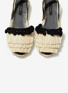 Uterqüe United Kingdom Product Page - Footwear - See all - Raffia espadrilles… Sock Shoes, Shoe Boots, Shoes Sandals, Heels, Women's Flats, Espadrilles, Pretty Shoes, Beautiful Shoes, Diy Sac