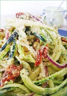 Courgetti with avocado-cashew sauce - Pureed Food Recipes, Vegetable Recipes, Vegetarian Recipes, Healthy Recipes, Healthy Diners, Healthy Snacks, Courge Spaghetti Carbonara, Zucchini, Cold Meals