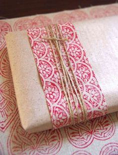 Find something perfect for your favorite contemporary art lover, and now you're looking for an elegant way to wrap your gift? Try combining a strip of colorful patterned fabric with brown butcher paper and securing with twine.