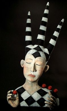 Clay Sculpture by American artist Victoria Sexton . Clay Sculpture by American artist Victoria Sexton - Paper Mache Sculpture, Sculptures Céramiques, Sculpture Art, Ceramic Figures, Clay Figures, Ceramic Art, Pottery Studio, Pottery Art, Paperclay