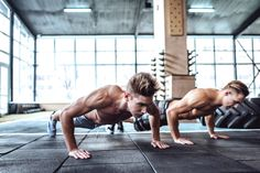 3 Of the best morning workouts that anyone can do. These morning workouts are perfect for men who don& have time for the gym. Morning Workout Routine, Full Body Workout Routine, Morning Workouts, Workout Routines, Routine Work, Hiit Workouts For Men, Home Workout Men, Gym Workout Videos, Mens Fitness