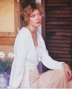 Always thought she looked great young and grew into a really good looking lady. Celebrities With Cats, Celebrities Before And After, Celebrities Then And Now, Celebs, Susan Sarandon Hot, Thelma Et Louise, Vintage Beauty, Looking Gorgeous, Classic Looks