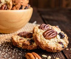 Whether you're a fan of chocolate chip cookies, snickerdoodle, or peanut butter and chocolate, you don't need a national food holiday to celebrate and enjoy a cookie. Here's the Eat This, Not That! list the most popular cookies in every state. Butter Pecan Cookies, Oatmeal Cookies, Yummy Treats, Sweet Treats, Ma Baker, Cranberry Recipes, Cranberry Cookies, Cranberry Sauce, Holiday Cookie Recipes