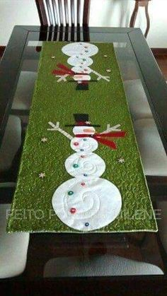 Christmas Runner, Table Runner Pattern, Quilted Table Runners, Table Covers, Quilting Projects, Snowman, Decoupage, Xmas, Quilts