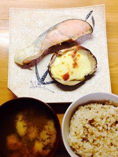 2014.3.10 生椎茸チーズマヨ焼き 鮭 しじみ味噌汁 玄米