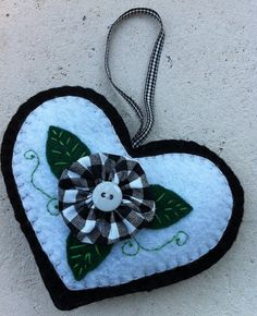 YoYo Heart Ornament, www.etsy.com/shop/patsfabriccreations