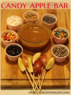 Tasty Tuesdays: Candy Apple Bar A candy apple bar is so easy to make! Kids and adults will love it!: (Halloween Crafts For Teens) More from my site Tasty Tuesdays: Candy Apple Bar – Geburtstag – The 11 Best Halloween Crafts for Kids Hallowen Food, Halloween Food For Party, Halloween Food For Adults, Halloween Recipe, Halloween Candy Apples, Easy Halloween Snacks, Halloween Party Appetizers, Halloween Food Recipes, Halloween Crafts For Kids To Make