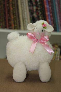 Sheep Crafts, Sewing Stuffed Animals, Baby Lamb, Sheep And Lamb, Baby Sandals, Rag Quilt, Felt Dolls, Quilt Tutorials, Baby Decor