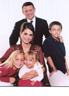 król Abdullah II, królowa Rania, księżniczka Iman, księżniczka Salma i książę Husajn