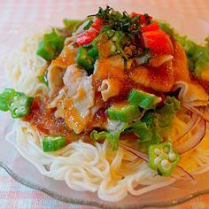 スーパーの野菜売り場に置いてあった「百菜元気新聞」というフリーペーパーを参考にして作りました。 ノンオイル大根おろしドレッシングをかけるだけの簡単美味しいそうめん! 私は何にでも大葉を入れるのが好きなので、今回も忘れずにトップにオン♪(≧∇≦)b - 108件のもぐもぐ - オクラとツルッと豚しゃぶのサラダそうめん by mizukioket0rf