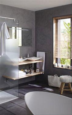 Etagères sous plan vasque dans la salle de bain