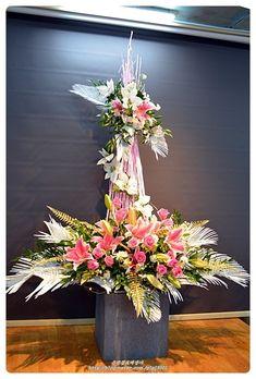 【 인천꽃도매 시장 은성꽃도매 상가 】 2016년 12월 셋째주 성전꽃꽂이 안녕하세요 ~ 은성꽃도매상가 성전... Traditional Outfits, Floral Arrangements, Floral Wreath, Easter, Wreaths, Table Decorations, Flowers, Plants, Home Decor