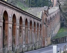Longest portico in the world Bologna Italy, Cinque Terre, Holiday Travel, Beautiful Landscapes, Old Town, Sweet Home, Architecture, World, Colorado