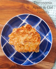 These Thermomix Apple and Oat Pikelets are freezer friendly, perfect for school lunchboxes and great for the entire family! Healthy Lunchbox Snacks, Healthy Treats, Yummy Snacks, Yummy Food, Lunch Box Recipes, Brunch Recipes, Baby Food Recipes, Pikelet Recipe, Thermomix Desserts