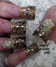 Pinched Duck/Flare tip with cheetah tape inside the nail . CLICK to watch how it is done ....Then SUSCRIBE !
