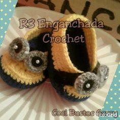 Escarpines #Minions (T. Recién Nacido). Gracias Mica x tu pedido.  Muchas cosas más en R3 Enganchada Crochet y Mi Amigo Urumi.